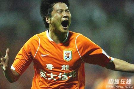 图文:[中超]山东3-0陕西 狂放大羽破纪录