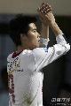 图文:[中超]辽宁1-0上海 小肇感谢球迷