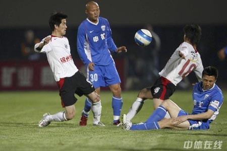 图文:[中超]辽宁1-0上海 肇俊哲PK李玮峰