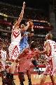 图文:[NBA]火箭vs爵士 布泽尔强行上篮