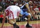 图文:[NBA]火箭vs爵士 费舍尔向裁判抱怨
