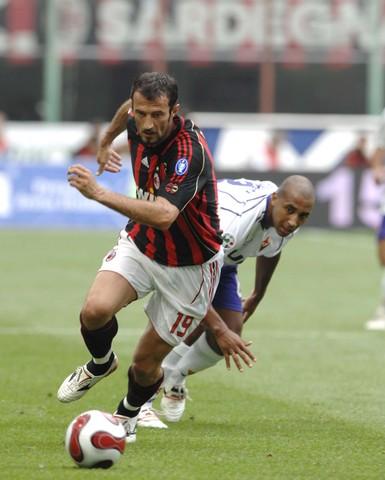 组图:[意甲]米兰0-0佛罗伦萨 法瓦利不显老