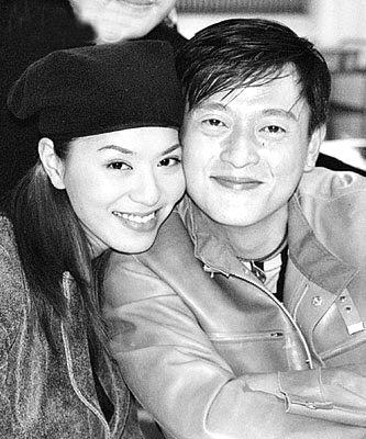 滕丽名(左)与魏骏杰昔日甜蜜已不在
