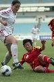 图文:[女足]中国2-1再胜加拿大 刘亚莉铲球