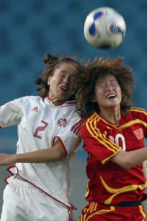 图文:[女足]中国2-1再胜加拿大 张彤争顶