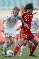 图文:[女足]中国2-1再胜加拿大 张彤补位及时