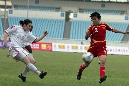 图文:[女足]中国2-1再胜加拿大 边路防守
