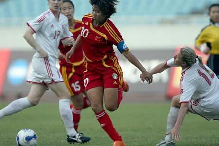 图文:[女足]中国2-1再胜加拿大 韩端变向突破