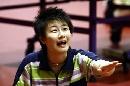 图文:国乒女队备战世乒赛最后冲刺 丁宁在训练