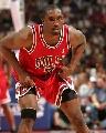 图文:[NBA]活塞再战公牛 本-戈登准备防守
