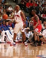 图文:[NBA]活塞再战公牛 比卢普斯组织进攻