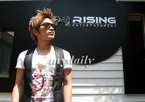 李珉宇终于创办了自己的经纪公司