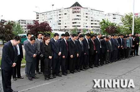 5月7日,中国驻塞尔维亚大使馆在中国驻前南联盟大使馆废墟前为1999年在北约轰炸中牺牲的邵云环、许杏虎和朱颖3位中国烈士举行悼念活动。
