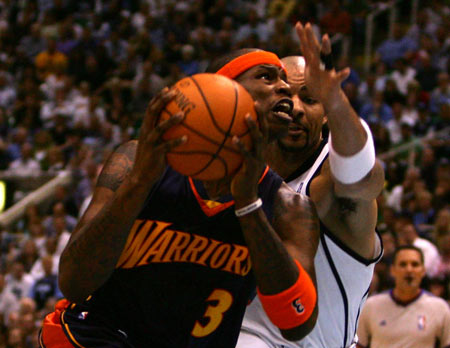 NBA图:[NBA]爵士vs勇士 艾尔-哈灵顿强行上篮