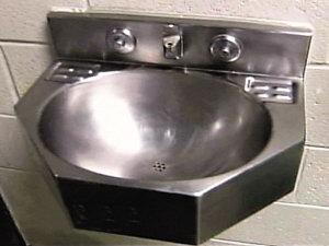 监狱的洗手盆