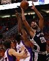 图文[NBA]:马刺VS太阳 邓肯内线强打