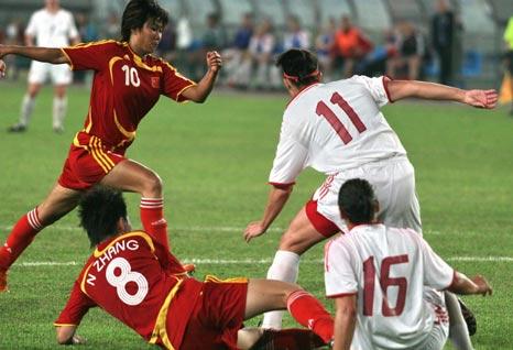 图文:[女足]中国3-1加拿大 韩端趁乱射门