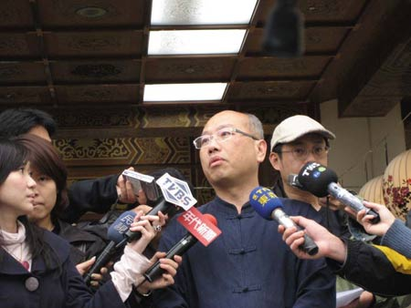 2007年3月26日,台北市文化局副局长李斌带领专家小组会勘中正纪念堂。