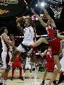 图文:[NBA]网VS骑士  篮下交锋