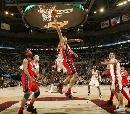 图文:[NBA]网VS骑士  篮下的争斗