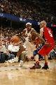 图文:[NBA]网VS骑士  詹姆斯飞速突破