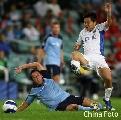 图文:[亚冠]悉尼VS申花 王珂遭遇凶铲