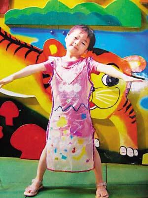 套装 漂亮 妈妈 筹款 烧伤 义卖/小倩是个漂亮、爱跳舞的小女孩