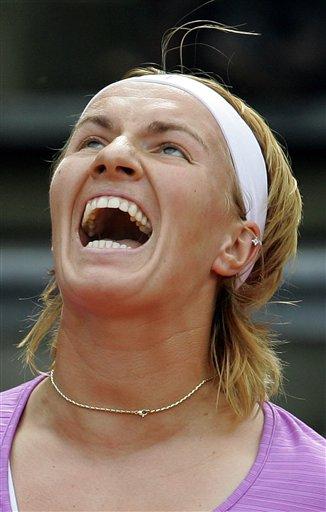 图文:WTA柏林公开赛第四日 库兹娃笑得开心