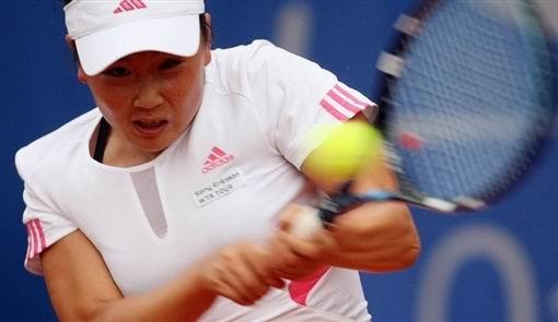 图文:WTA柏林公开赛第四日 彭帅大力挥击