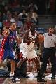 图文:[NBA]活塞胜公牛 戈登挑战小王子