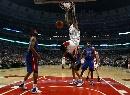 图文:[NBA]活塞胜公牛 托马斯爆扣