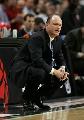 图文:[NBA]活塞胜公牛 斯基尔斯注视赛场