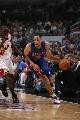图文:[NBA]活塞胜公牛 普利斯带球进攻