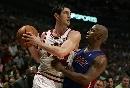 图文:[NBA]活塞胜公牛 辛里奇大战比卢普斯