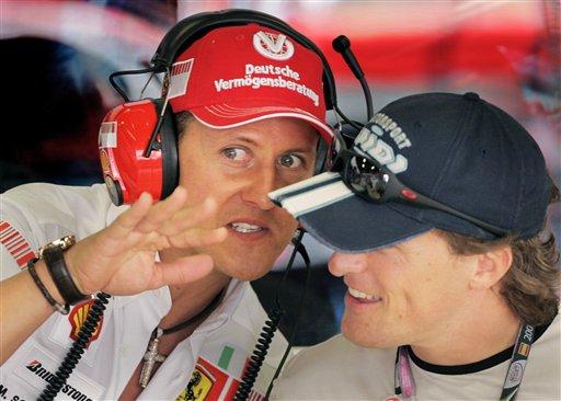 图文:[F1]西班牙站练习 舒马赫为吉伯诺解诀窍