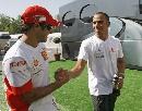图文:[F1]西班牙站练习 两位年轻选手惺惺相惜