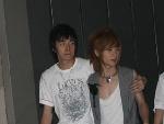 四强选手俞灏明和刘洲成相携接受前来接受采访