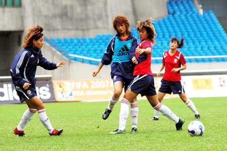 韩端在训练中对抗