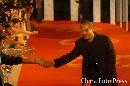 图文:劳伦斯颁奖星光闪耀 李连杰走红地毯