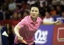 图文:印尼羽毛球超级系列赛女单夺冠 王晨救球