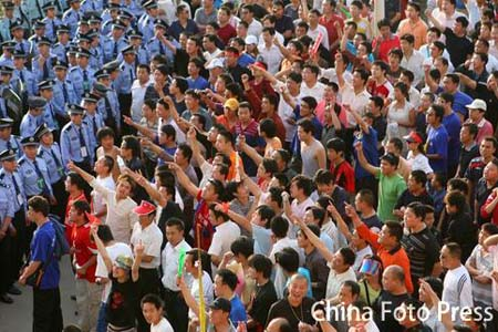 河南球迷表达对裁判的不满