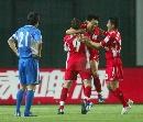 图文:[中超]上海VS青岛 姜宁庆祝进球