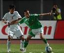 图文:[中超]北京0-0金德 陶伟护球