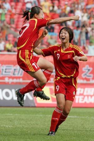 图文:[热身赛]女足5-2韩国 江帅庆祝进球