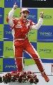 图文:[F1]西班牙站正赛 兴奋的马萨激情一跃