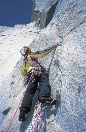 图:Glowacz在攀登pitch14,7a