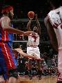 图文:[NBA]公牛战胜活塞 高登跳投