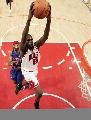 图文:[NBA]公牛战胜活塞 卢尔-邓比赛中上篮