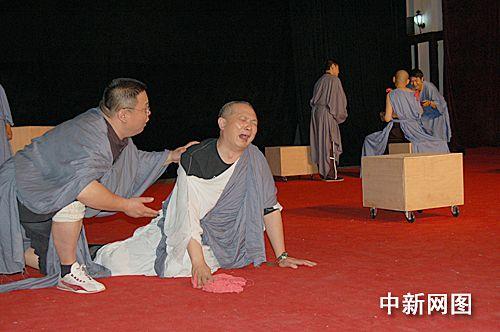 图为戏剧排练现场。林文 摄