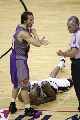 图文:[NBA]马刺负太阳 鲍文防守纳什失误